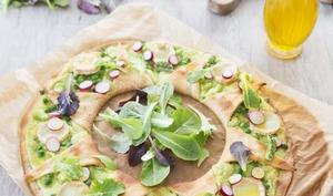 Pizza printanière fèves chèvre