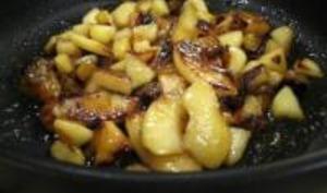 Aumonière de crêpe aux pommes Pink Lady caramélisées et fruits secs