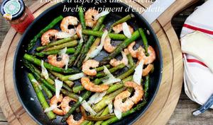 Poêlée d'asperges vertes aux crevettes, brebis et piment d'espelette