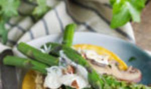 Galettes de pois chiches, asperges vertes et champignons