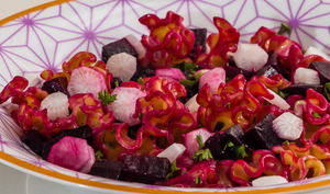 Salade de pâtes à la betterave nouvelle et aux deux radis