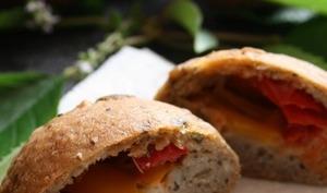 Pains aux graines, poivrons, mozzarella