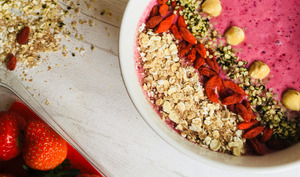 Red smoothie bowl de saison