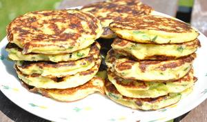 Pancakes aux trois fromages, fèves et basilic