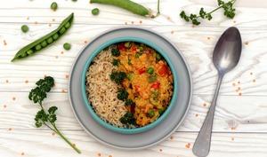 Curry de lentilles corail, poivrons et petits-pois