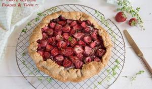 Tarte rustique aux fraises et thym citron