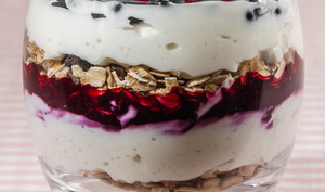 Verrine de yaourt au muesli et fruits rouges