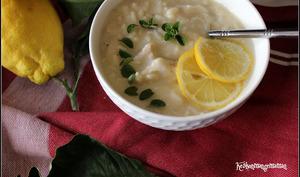 Soupe grecque au poulet au riz et au citron ,