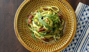 Spaghettis de courgettes à la méditerranéenne