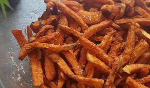 Frites de patates douces au paprika fumé