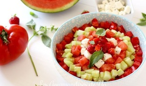 Salade de tomate, pastèque, fraise et concombre