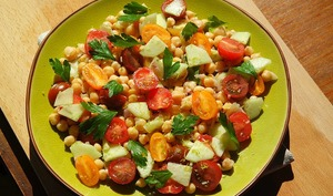 Salade méditerranéenne aux pois chiches
