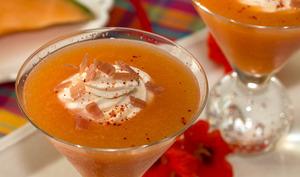 Gaspacho de melon, chantilly au chèvre et fromage frais