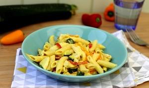 Penne au poulet, légumes et sauce curry-coco