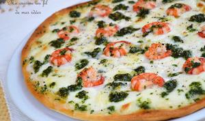 Pizza aux crevettes, mozzarella et persillade à l'ail