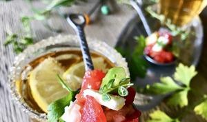 Cuillères de salsa avocat-feta et son panaché au citron vert