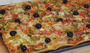 Pizza maison aux légumes de saison
