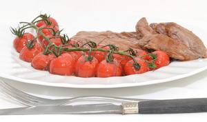 Bavettes d'aloyau et tomates cerise glacées