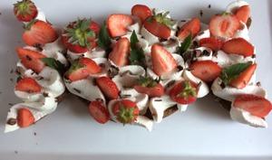 Gâteau sablé chocolat chantilly vanille fraises