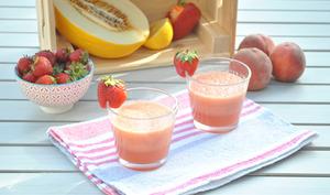 Smoothie melon pêches poivron fraises