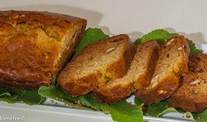 Gâteau du matin aux noisettes fraiches et miel au tilleul