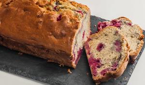 Gâteau du matin aux framboises et à la menthe