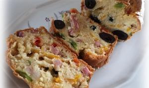 Cake mascarpone, lardons, poivrons, olives