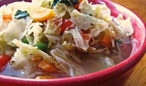 Soupe au chou et au basilic frais