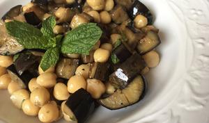 Salade de pois chiches et aubergines à la menthe