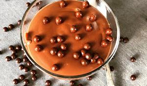 Petits pots de crème au chocolat au lait d'amande