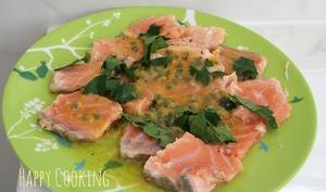 Saumon mi-cuit vinaigrette aux fruits de la passion