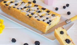 Cake à la polenta et aux mûres