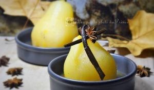 Poires pochées dans un sirop de miel et d'épices