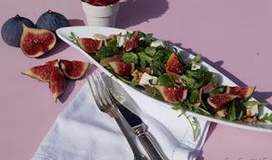 Salade automnale aux figues, noix, jambon et bleu