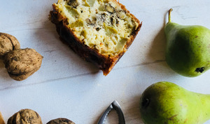 Cake salé aux poires, noix et Stilton