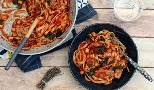 Tagliatelle à la canette, sauce tomate, épinards et courgette