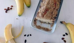 Gâteau à la banane, raisins secs et crumble d'avoine