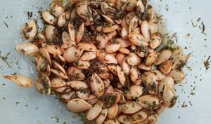 Graines de butternut grillées à l'huile d'olive et au thym