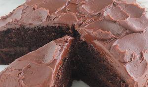 Gâteau au chocolat noir moelleux et ganache