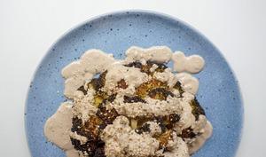 Brocoli entier gratiné, sauce tahini