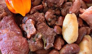 Les dombrés haricots rouges et viande salée