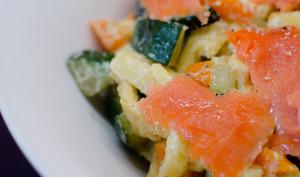 Spätzles aux carottes, aux courgettes et au saumon fumé