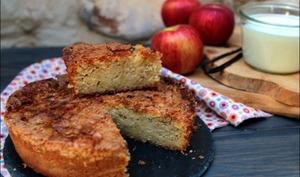 Gâteau fondant au yaourt aux pommes et sa croûte craquante