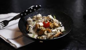 Salade tiède de moules et coco à la fêta