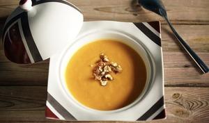 Velouté butternut/carottes aux éclats de noisette