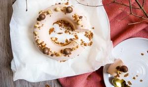 Gâteau nuage marron et noisette
