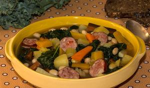 Soupe paysanne, saucisse de Montbéliard au chou Kale