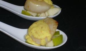 Noix de Saint-Jacques au curry et pommes
