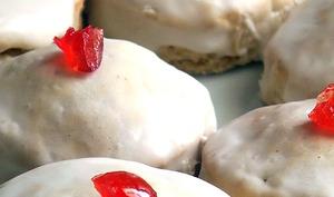 Biscuits glacés en habits de Noël