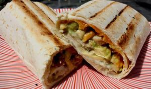 Burritos poulet, avocat, cheddar au barbecue